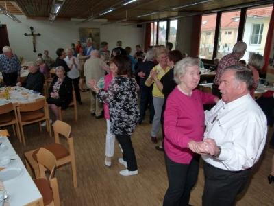 Tanztee am 01.04.2016 in Neubiberg, Pfarrsaal Rosenkranzkönigin